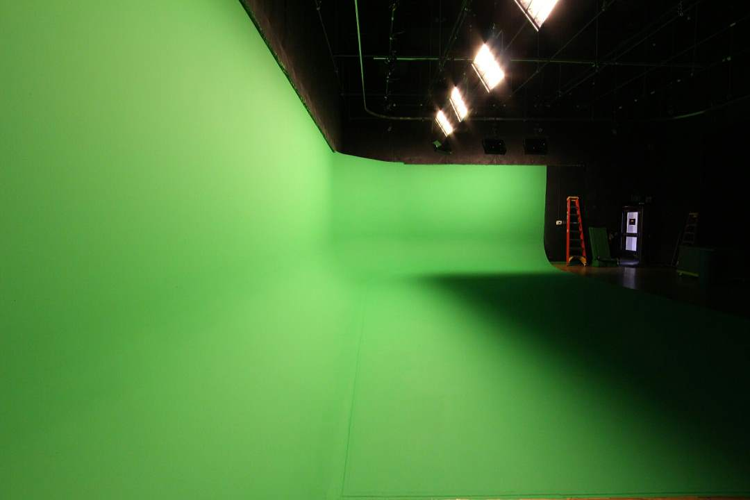 Studio 2 - cyclorama lit